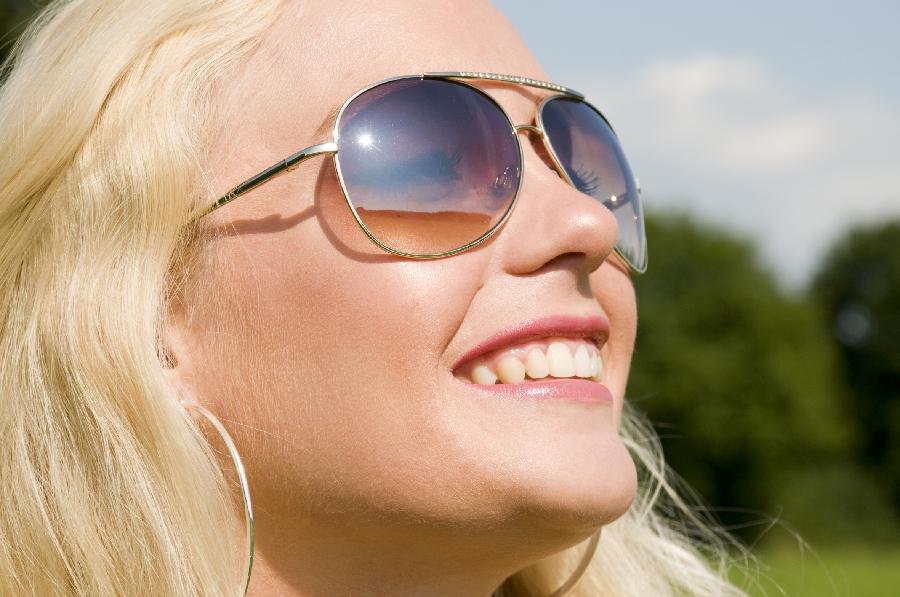 Intelligente, farveskiftende glas kan hjælpe lysfølsomme øjne