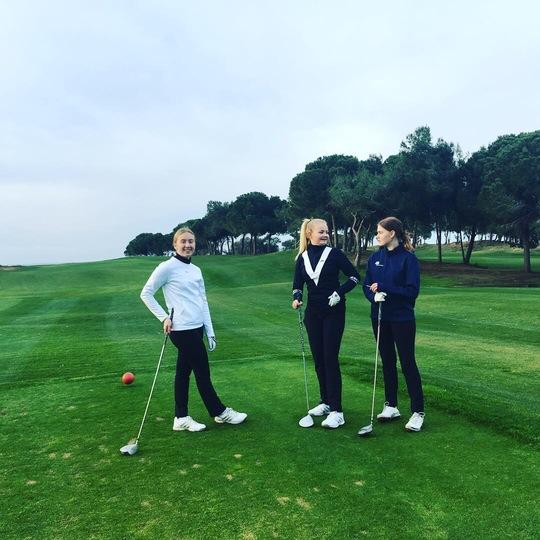 De unge golfspillere får ny energi