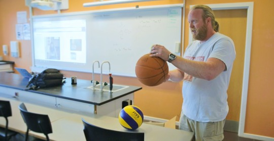 Hyld en inspirerende lærer og vind 50.000 kr. til det lokale gymnasium